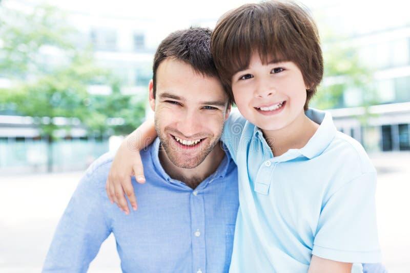 Отец и сынок стоковое изображение rf