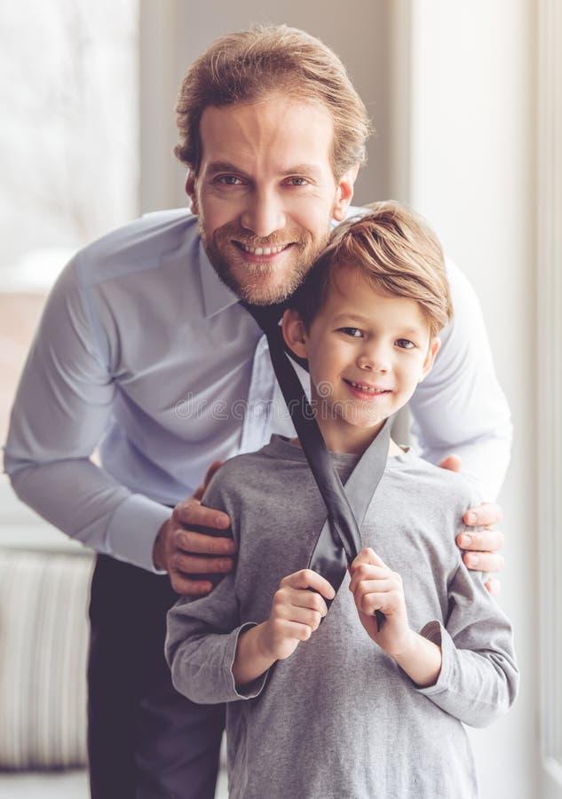 Отец и сынок стоковые изображения