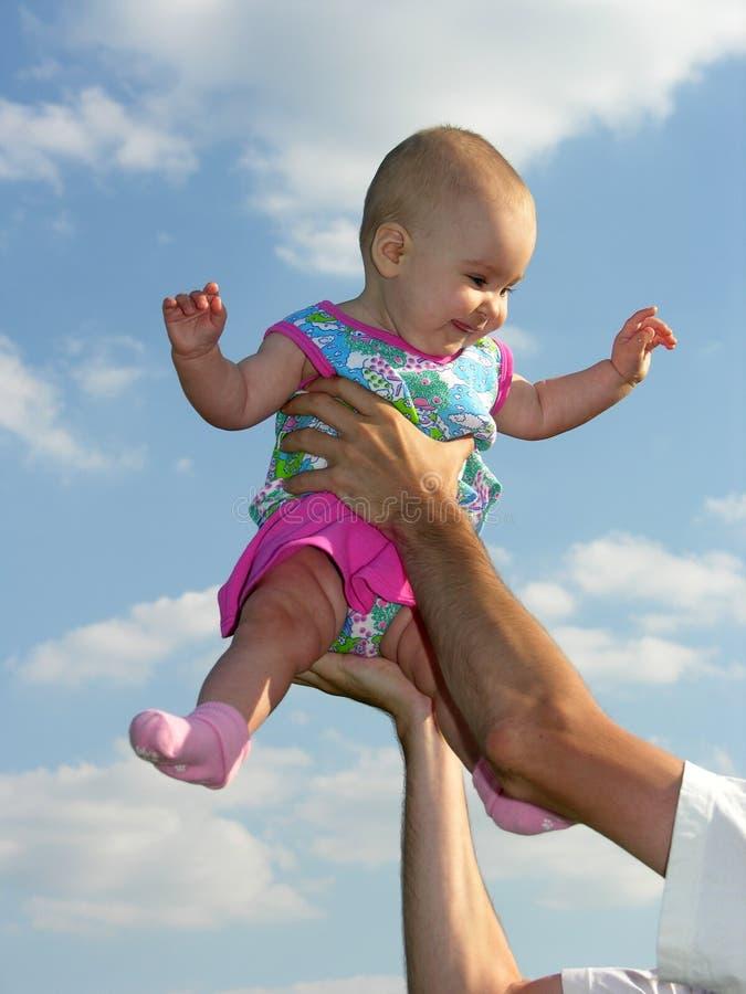 отец младенца вручает s стоковые изображения rf