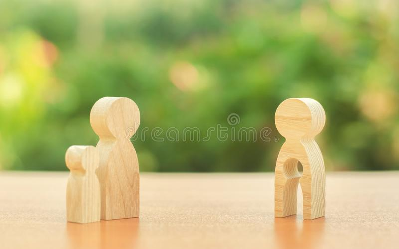 Отец принимает ребенка далеко от его матери лишение родительских прав матери, противозаконного разъединения Конфликт стоковое изображение rf