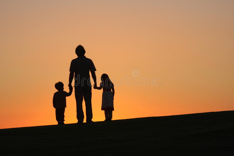 Отец с детьми стоковое изображение rf