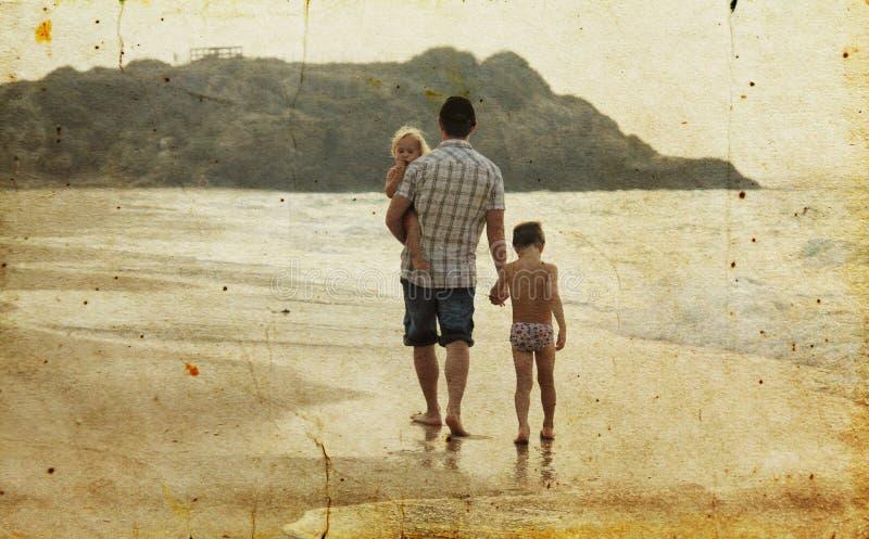 Отец с 2 детьми стоковые фотографии rf