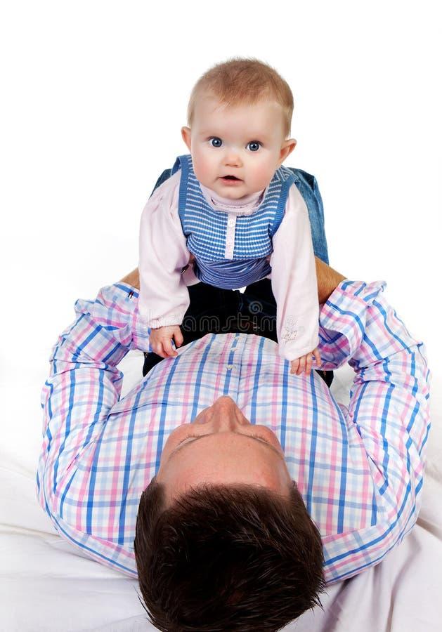 отец s живота младенца стоковое изображение