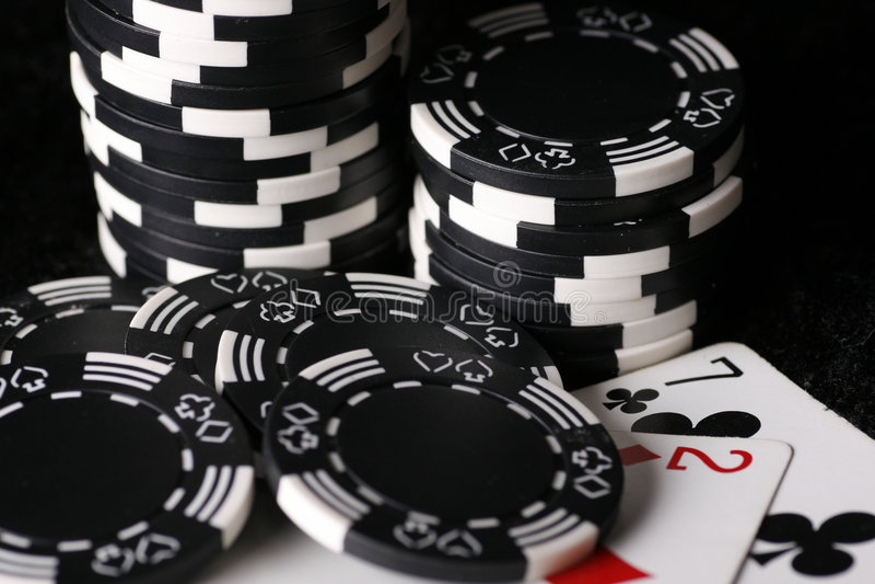 Download откалывает самое плохое покера руки игры возможное Стоковое Фото - изображение насчитывающей шанс, клубы: 6859104