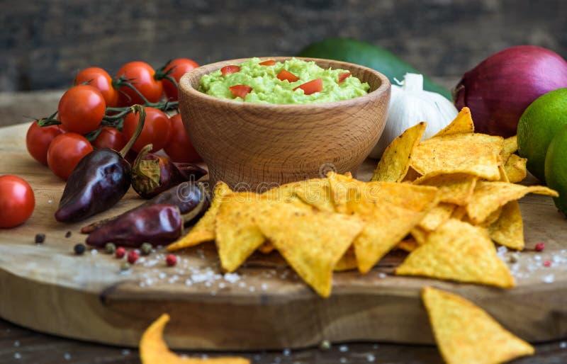 откалывает tortilla guacamole стоковое фото rf