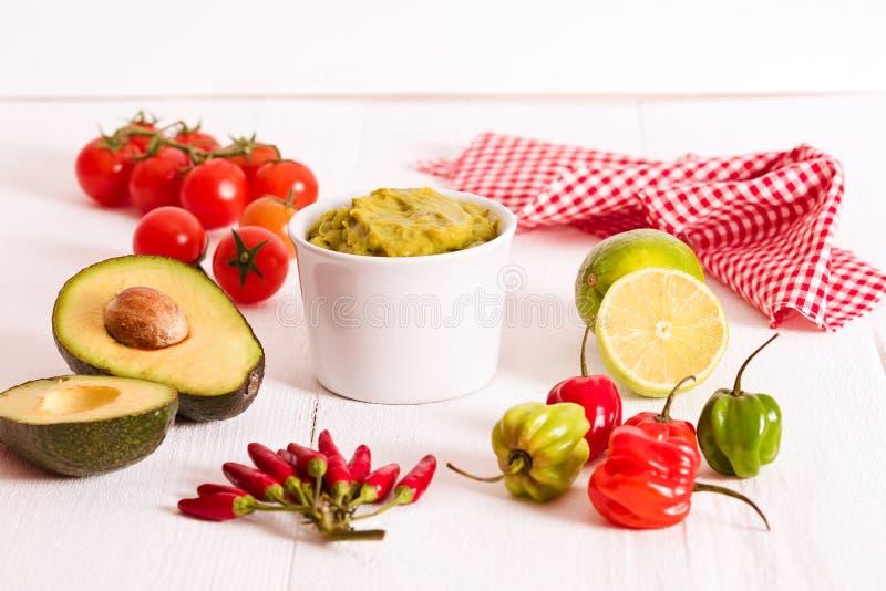 откалывает nacho guacamole стоковое изображение