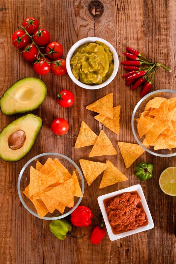 откалывает nacho guacamole стоковая фотография