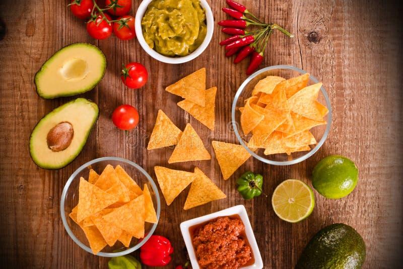 откалывает nacho guacamole стоковые фото