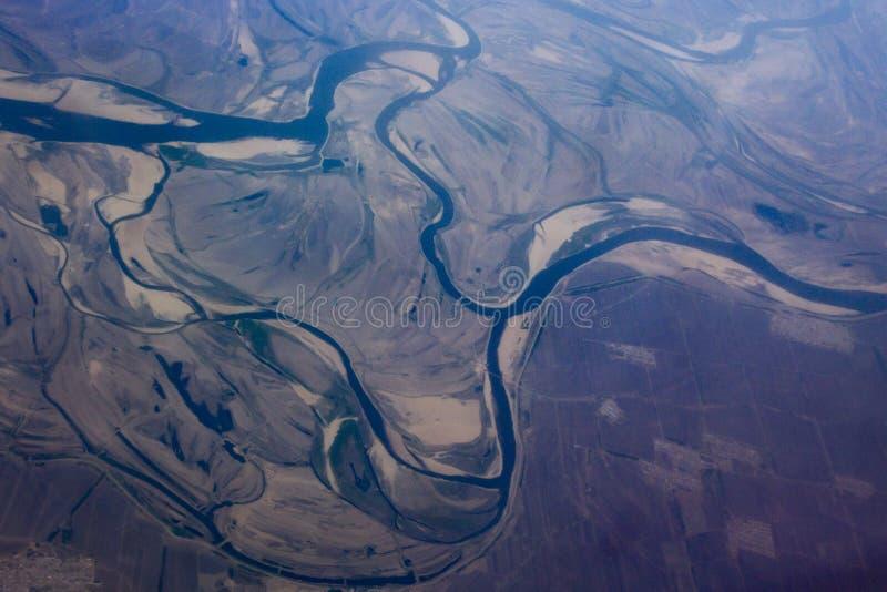 Откройте для себя красоту земли в небе - зловещую реку стоковые изображения rf