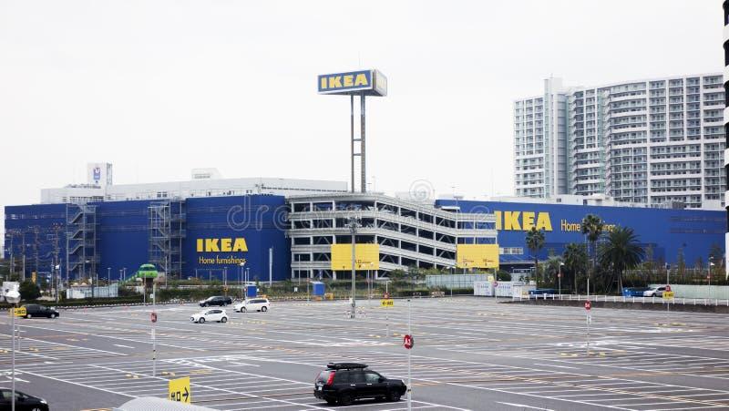 Открытая автостоянка торгового центра IKEA современная торговая стоковые фотографии rf