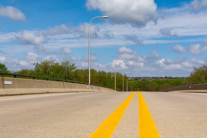 Открытая дорога на мосте стоковая фотография