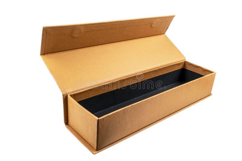 Открытая картонная коробка на белой предпосылке Изолированная картонная коробка Коробка пакета с путем клиппирования : Пробел пус стоковое изображение rf