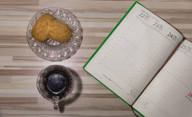 Открытый дневник на 2019 с черным кофе стоковая фотография rf