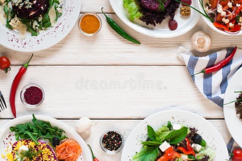 Открытый космос положения квартиры рамки салатов свежего овоща стоковая фотография