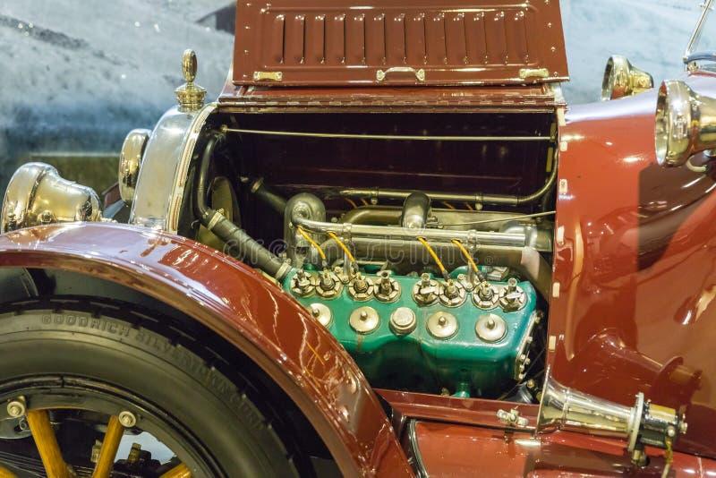 Открытый машинный отсек типа 53 1916 Кадиллака на выставке в музее в Аммане, столице автомобиля King Abdullah Ii Jor стоковые фото