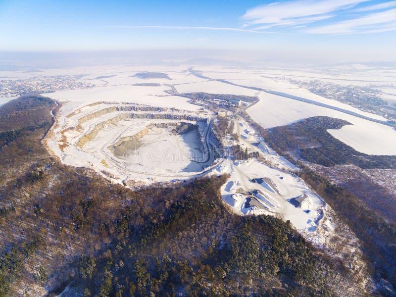 Открытый - шахта бросания в зиме стоковое изображение rf