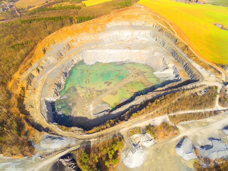 Открытый - шахта бросания стоковое фото rf