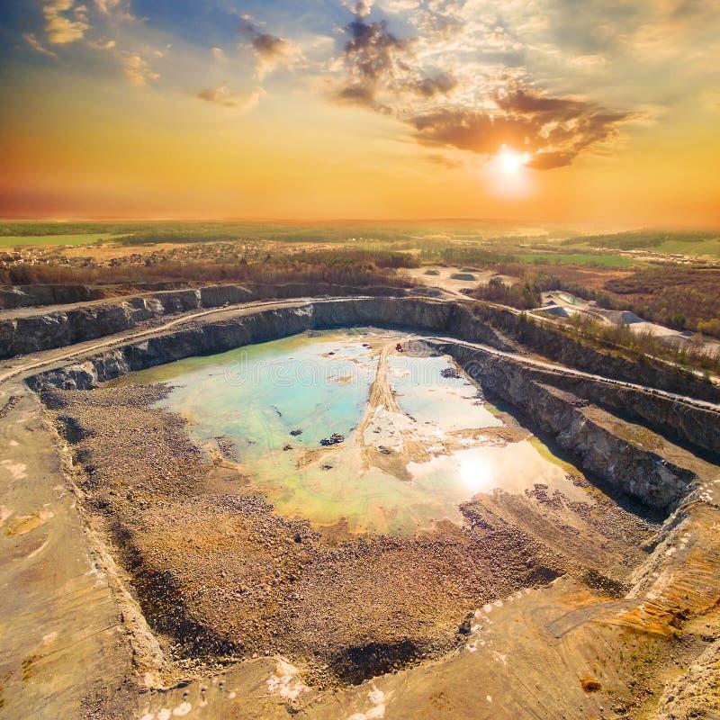 Открытый - шахта бросания стоковая фотография