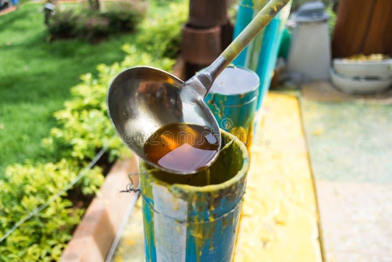 Отливка свечи на буддийский одолженный день стоковое изображение