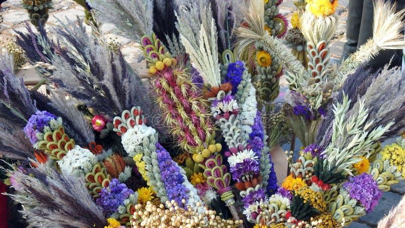 Отличающаяся ладонь сделанная от цветки, Литва стоковые фото