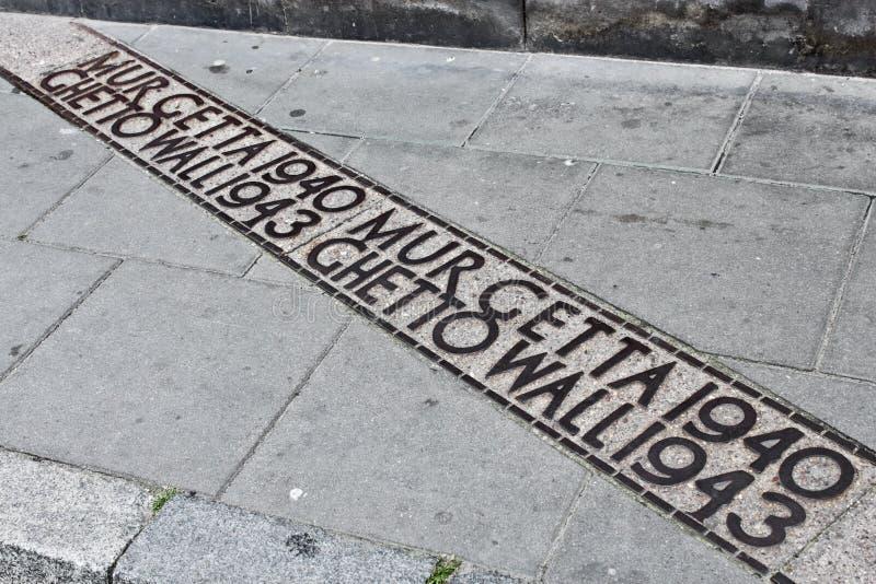 Download Отметка стены гетто Варшавы на улице Стоковое Изображение - изображение насчитывающей еврейско, немецко: 37925151