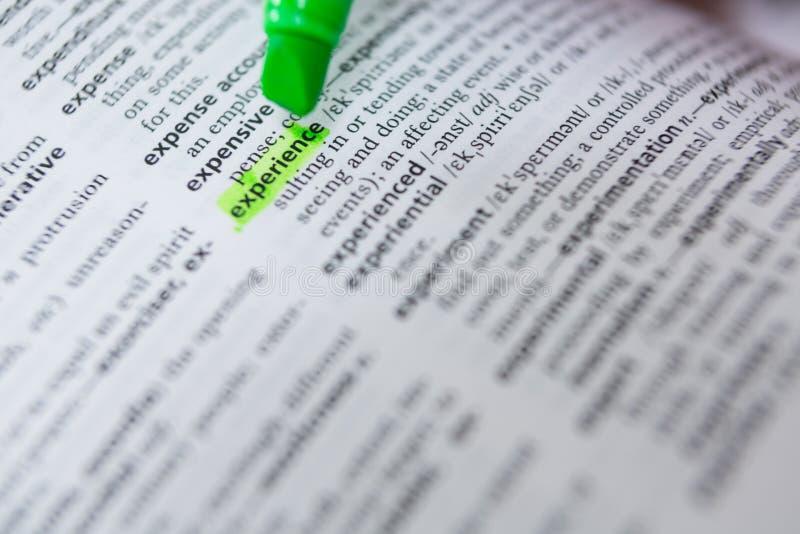 Отмечать опыт слова с зеленой отметкой стоковые фото