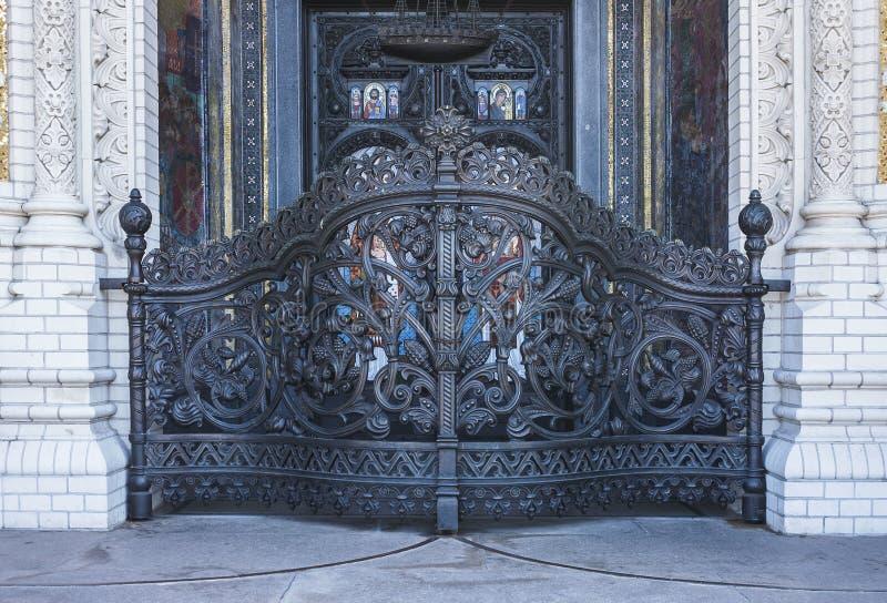отнесенный дом фронта входа двери suzdal строба святейшее На входе к собору St Nicholas Kronshtadt Санкт-Петербург Российская Фед стоковое изображение rf