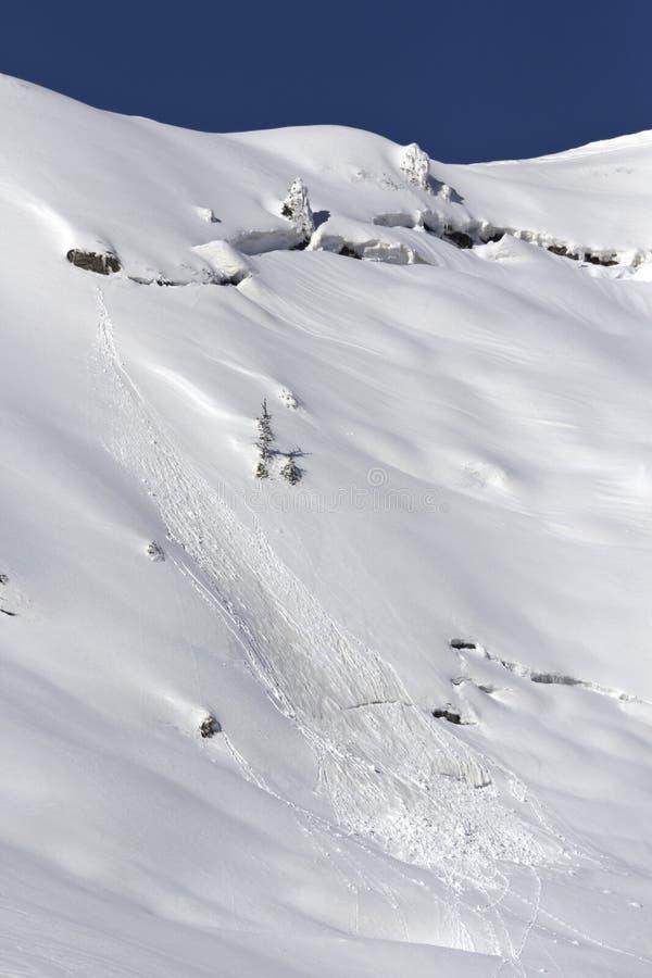 Download Отпуск лавины весны стоковое фото. изображение насчитывающей утесы - 41660308