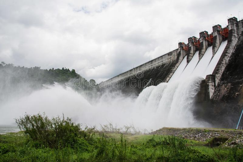 Отпуск воды запруды стоковые фото