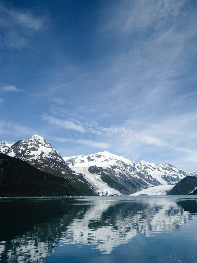 Отражательные ледники Prince William Sound в Аляске стоковая фотография