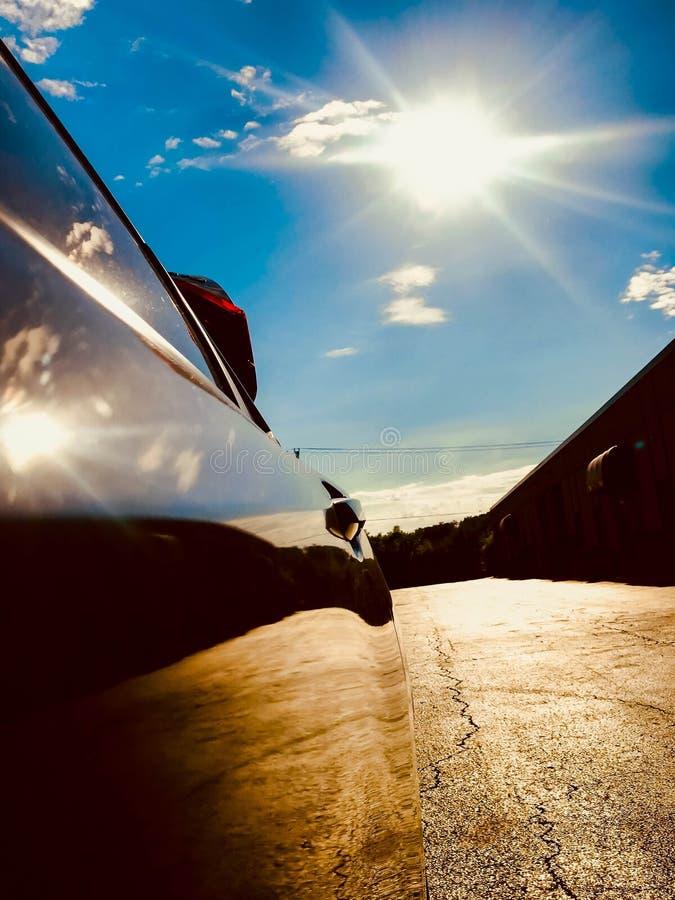Отражать солнца в двери автомобиля стоковые фото
