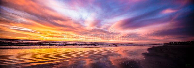 Отражение берега океана стоковая фотография rf