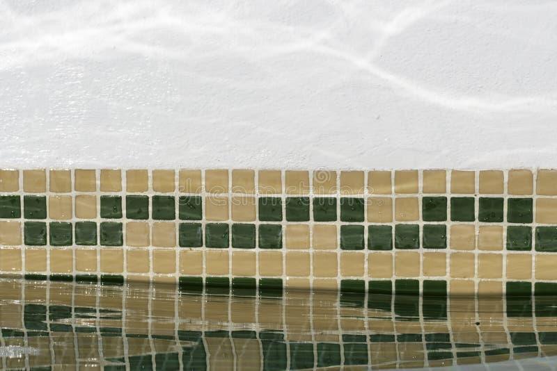 Отражение воды в стене бассейна стоковые фотографии rf