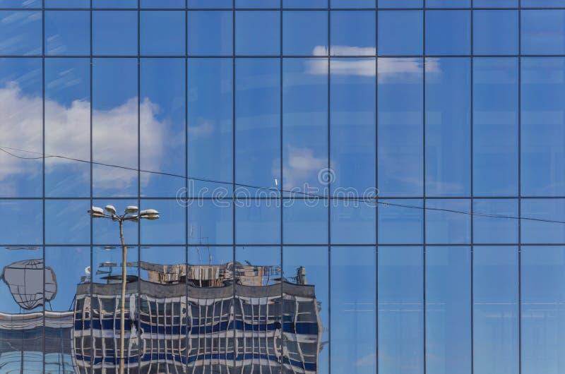 Отражение в окне стоковые изображения rf
