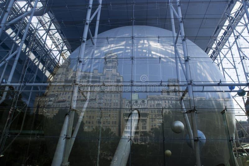 Отражение города в центре Розы стоковые изображения