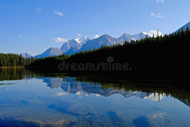 Отражение горы виска в озере Херберт стоковое изображение rf