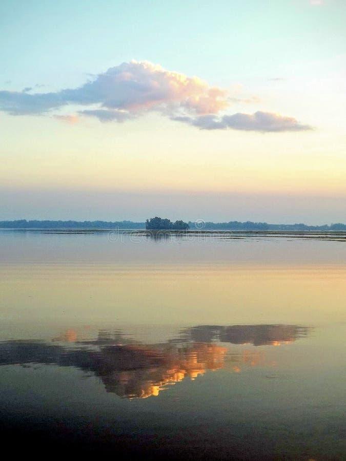 Отражение захода солнца стоковое изображение rf