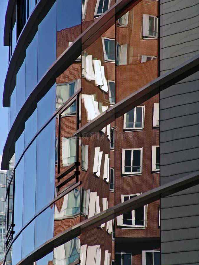 отражение здания стоковая фотография