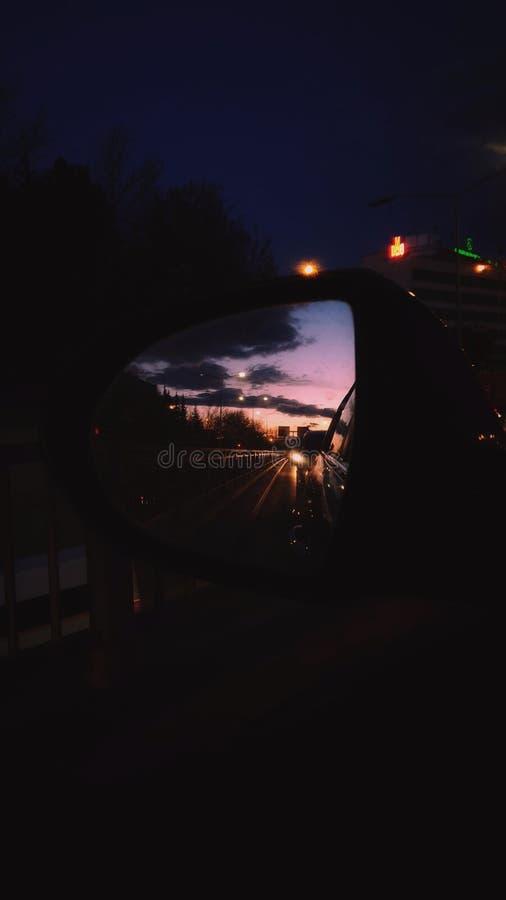 Отражение зеркала захода солнца стоковая фотография rf