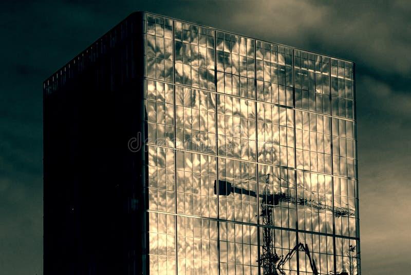 Отражение здания города стоковое фото