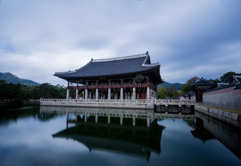 Отражение корейского дворца стоковое фото rf