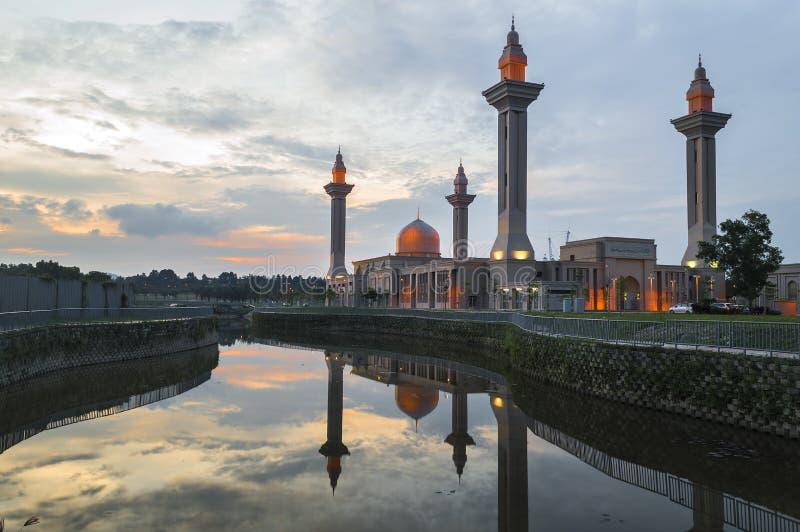 Отражение мечети стоковые фото