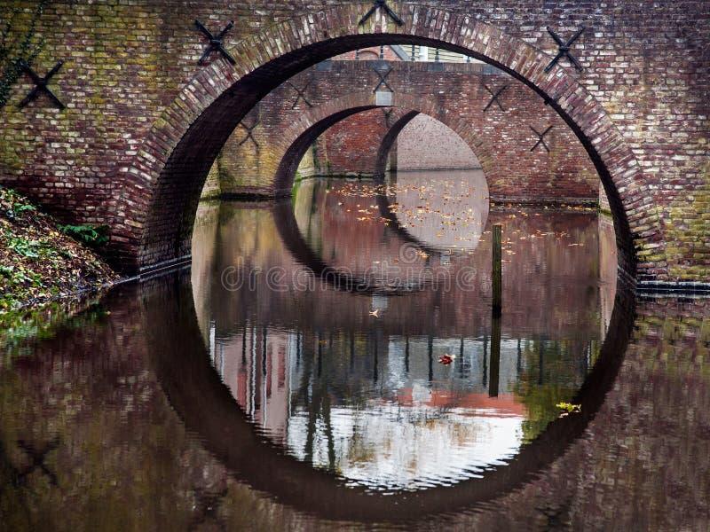 Отражение 3 мостов в воде канала стоковое изображение rf