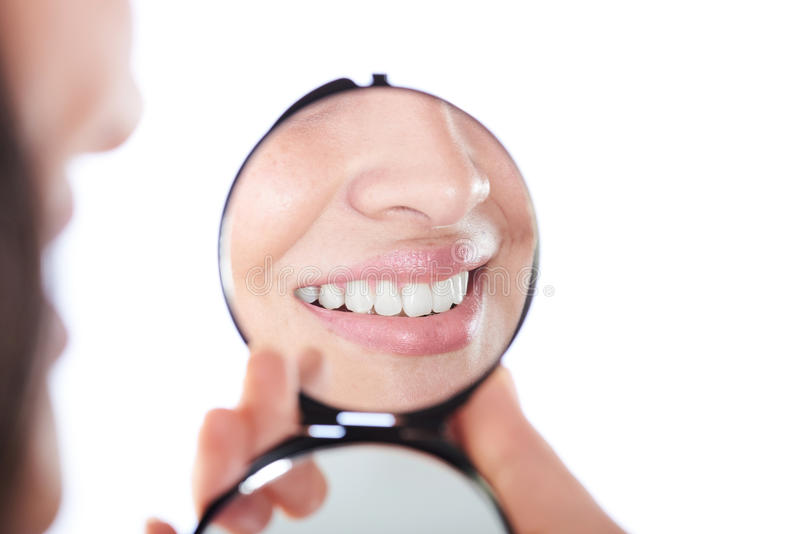 Отражение на улыбке девушки стоковые фото