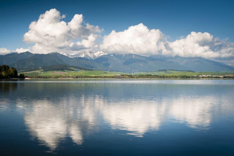 отражение озера стоковые изображения