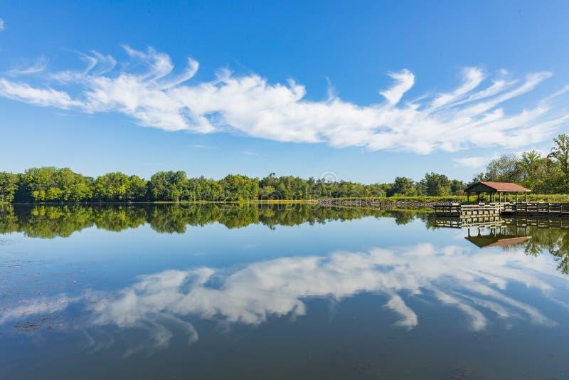 Отражение Warrenton Вирджиния озера хрупкое стоковое фото
