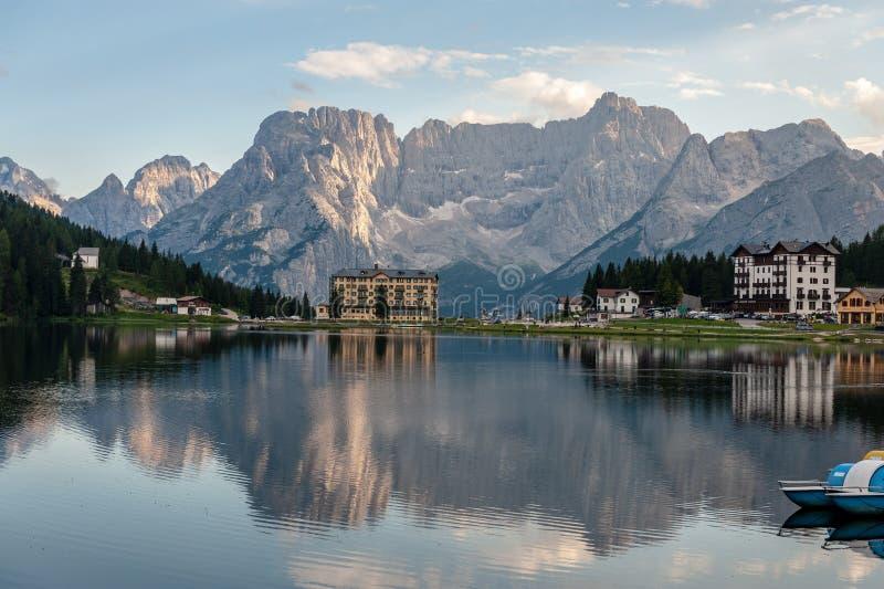 Отражения в озере Misurina стоковое изображение