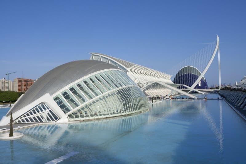 Отражения города на воде valencia стоковое изображение rf