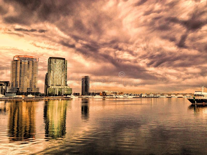 Отражения города стоковое изображение