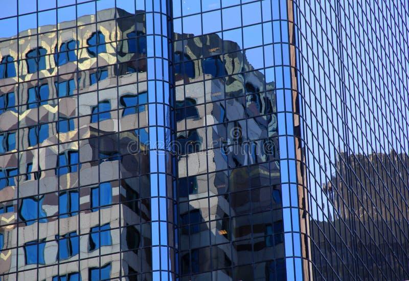 Отражения зданий города стоковое фото rf
